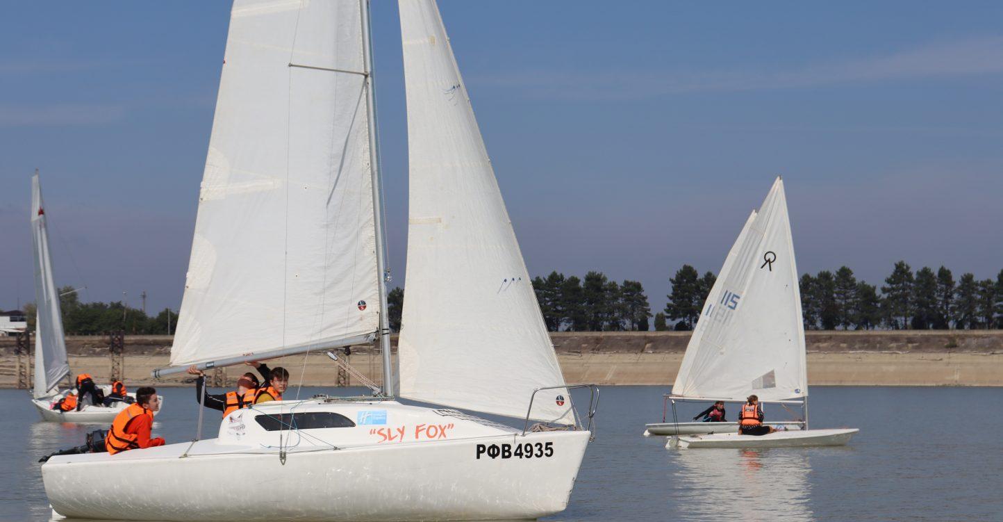 С 5 по 6 октября состоятся краевые тренировочные сборы на территории Краснодарского водохранилища яхт-клуб «Парус»;