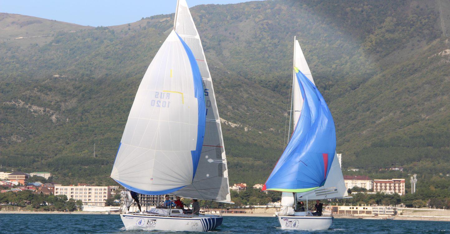 В Геленджике прошла парусная регата крейсерских яхт «Белые паруса»
