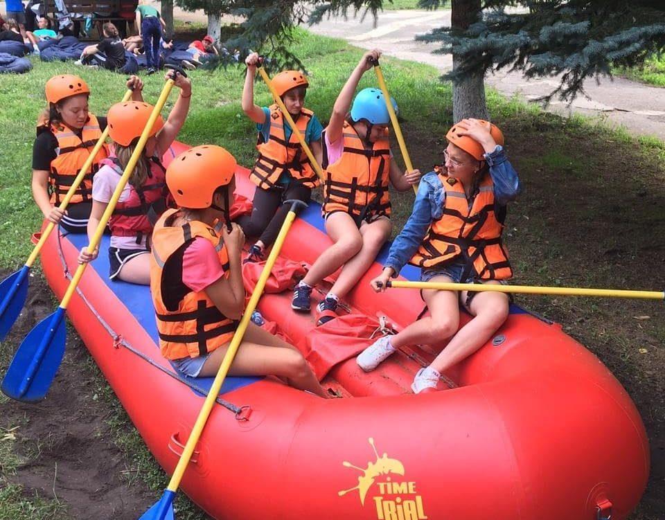Первые занятия по рафтингу для второй смены в лагере Траектория.