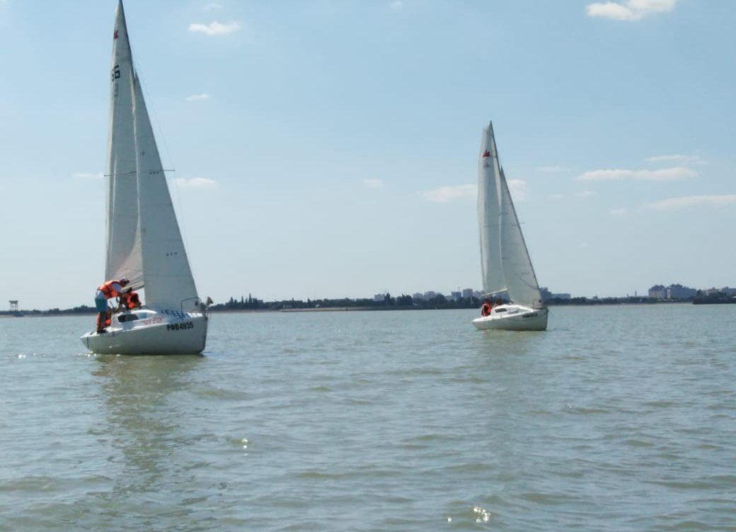 В яхт-клубе «Парус» второй день тренировочных сборов по парусному спорту