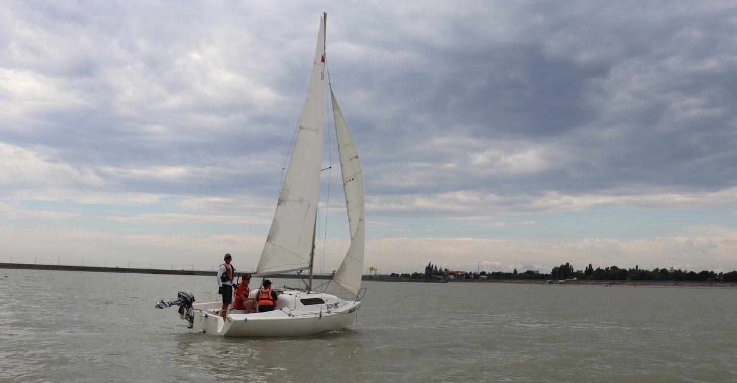 Второй день тренировочных сборов по парусному спорту в яхт-клубе «Парус»